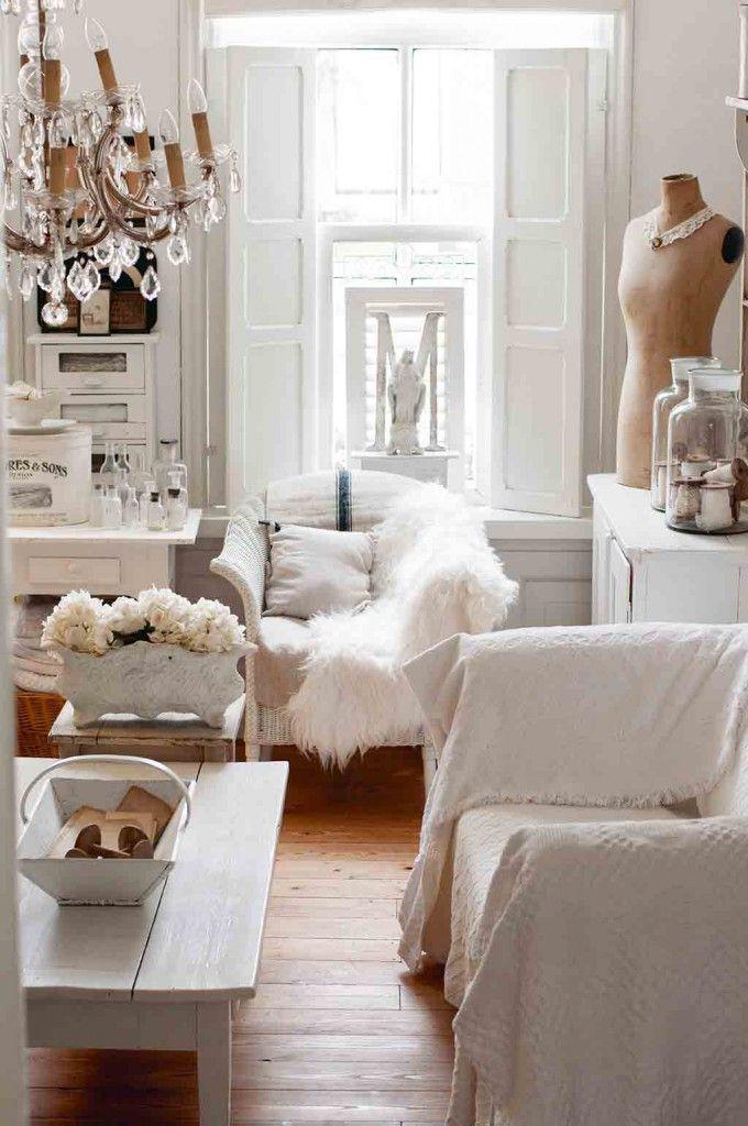 aus dem buch aus liebe zu brocante wohnzimmer im wei en. Black Bedroom Furniture Sets. Home Design Ideas