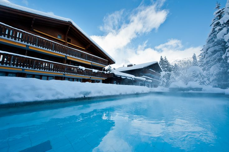 Swimming at the heated outdoor pool also in the winter - Opening a swimming pool after winter ...
