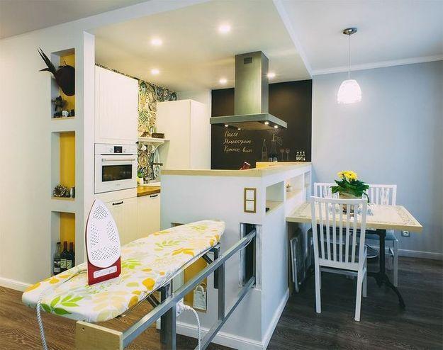 Фотография:  в стиле , Кухня и столовая, Советы, современная кухня тренды и антитренды, кухня стекло, стекло на кухне, бетон на кухне, асимметричные кухни, гаджеты на кухне, металл в интерьере кухни, кухни черного цвета – фото на InMyRoom.ru