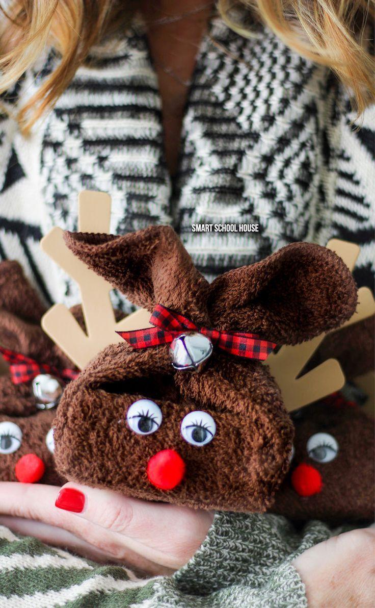Washcloth Reindeer. ADORABLE and easy DIY Christmas gift idea! #DIYChristmasGift #DIYholiday #handmadegift #washclothreindeer #ChristmasCraft #Rudolphcraft