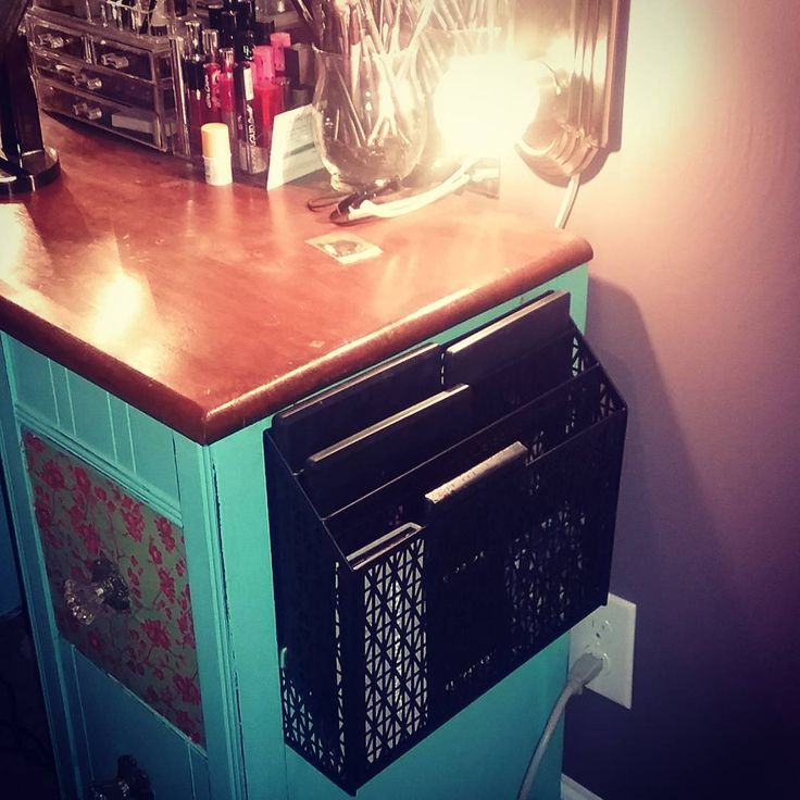When you're over digging through drawers of palettes you improvise and mount a letter organizer on your vanity to hold your most used shadows! _______________________________ #vanity #diyvanity #eyeshadow #eyeshadoworganizer #diy