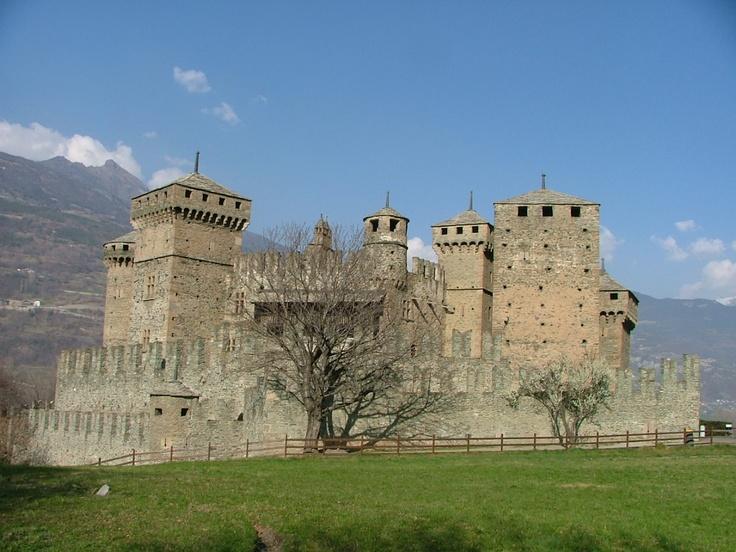 Homedesignideas Eu: Castello Fenis - Valle D'Aosta