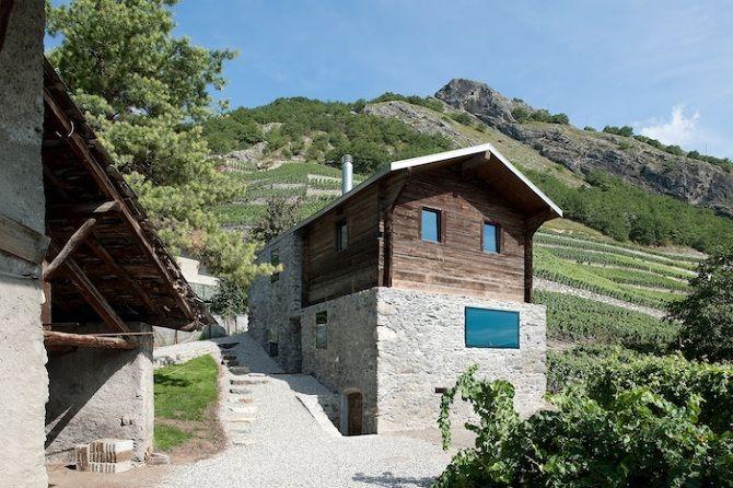 Rodeada de viñedos, se encuentra una vivienda antigua de un viticultor, se transforma en una vivienda que mantiene su espíritu original.   ...