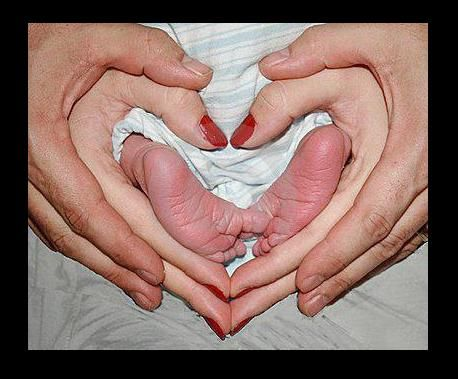 <3 and Baby feet! Wish I'd seen this about 2 years ago.: Photos, Sweet, Photo Ideas, Heart, Newborn Photo, Baby Photo, Photography, Picture Ideas