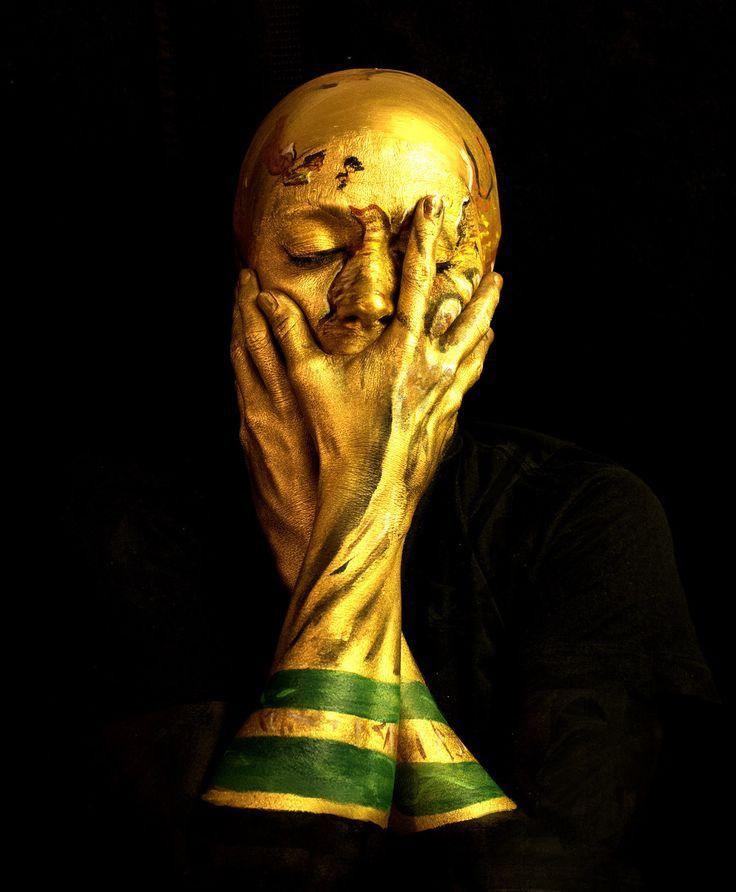 La maquilladora Emma Allen se transforma a sí misma en la Copa del Mundo