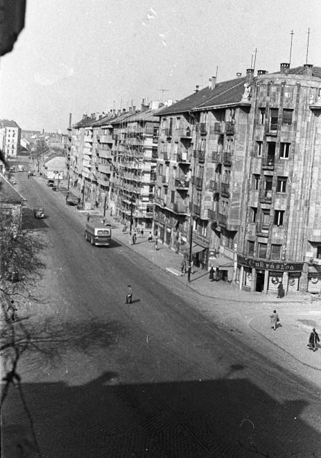 1958. Lajos u. a Szépvölgyi úti kereszteződéstől a Nagyszombat utca felé nézve