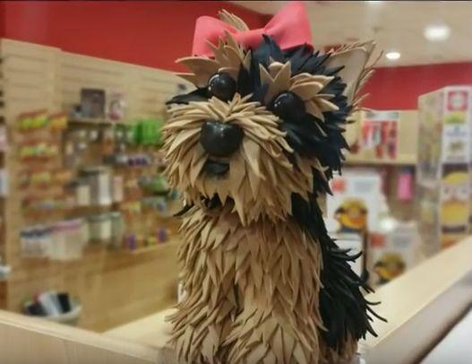 Tutorial completo para aprencer como hacer un perrito yorkshire en goma eva. Este precioso perrito es del tamaño muy pequeño ya que esta pensado para que vaya acompañado de una muñeca, pero si lo q…
