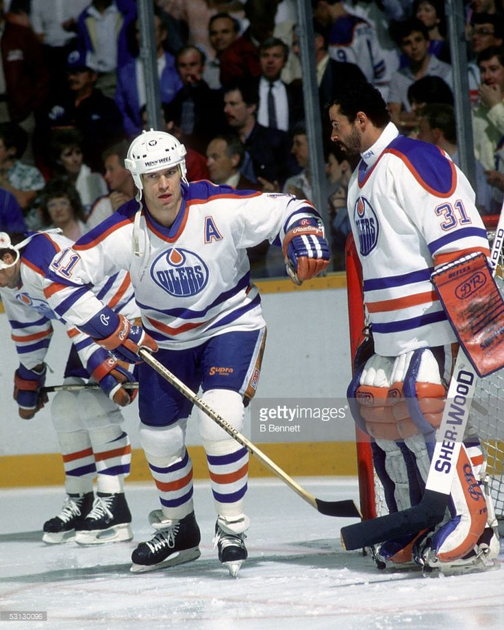 mark-messier-of-the-edmonton-oilers-skates-by-teammate-goalie-grant-picture-id53130096 (819×1024)
