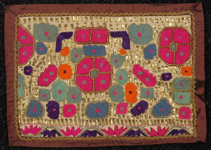 LOT 169 TURKISH EMBROIDERED TOWEL ENDS, 19th and 20th C. - whitakerauction