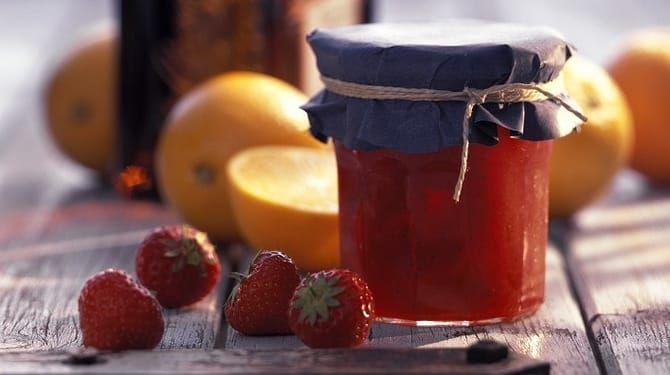 Jahodový džem s pomarančovou šťavou
