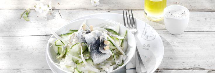 Salade van rolmops met een dressing van mosterd en zure room