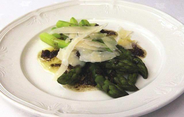 Asparagus with balsamic vinegar and shaved Parmesan - Bryan Webb