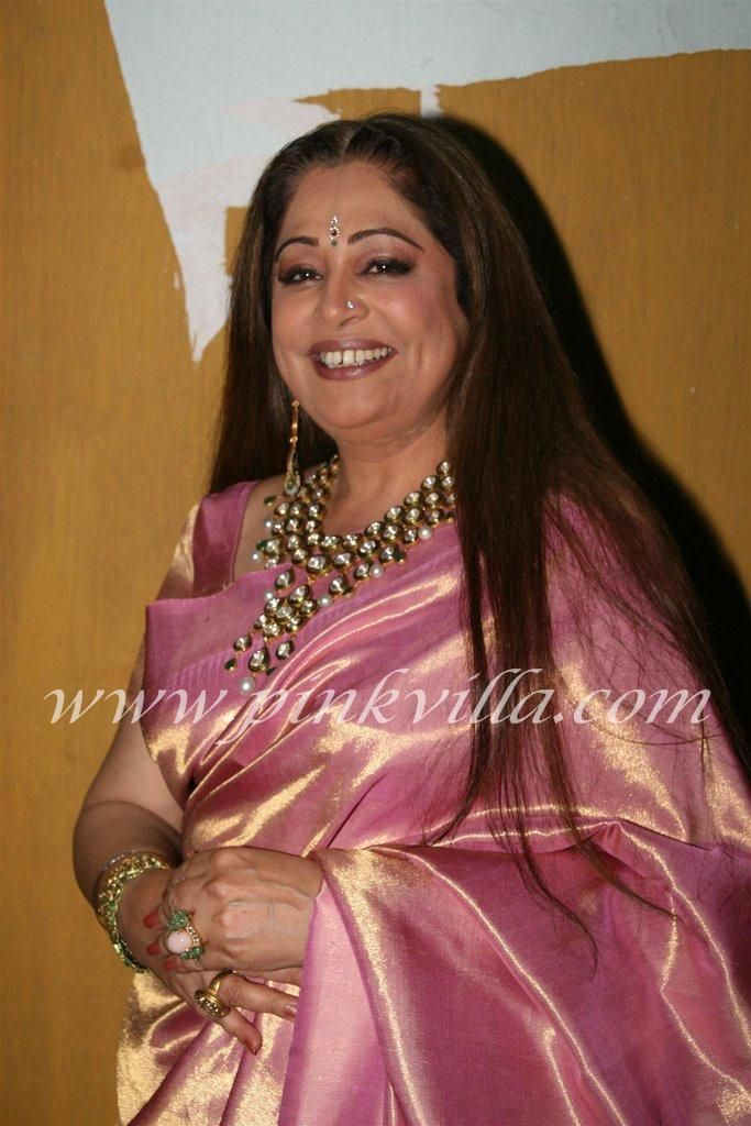Kiron Kher in pink kanjivaram saree, uncut diamond neck piece and loose hair. Description by Pinner Mahua Roy Chowdhury.