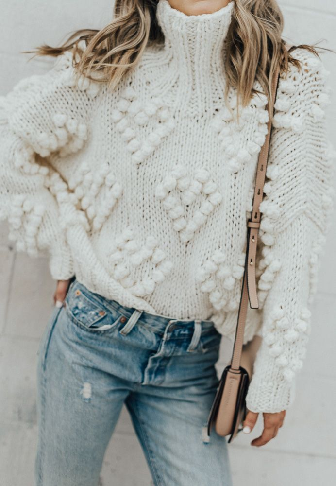turtle neck sweater, styling turtle neck, pompom sweater, ripped jeans style. styling ripped jeans, cream sweater, styling cream sweater, fall style, style for fall, fall fashion, fall sweaters