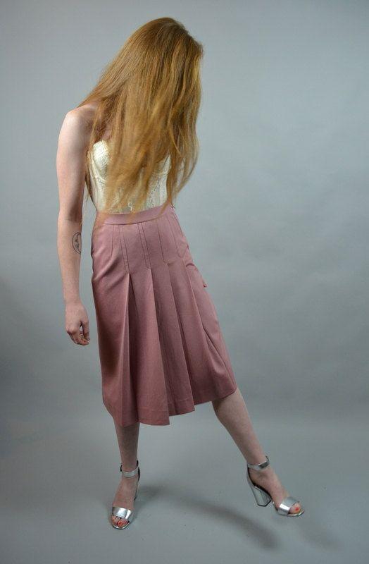 Sweet 1970 Schulmädchen Rock! In eine weiche staubigen rose pink Poly Mischung. Hoher Taille passen mit einem seitlichen Reißverschluss
