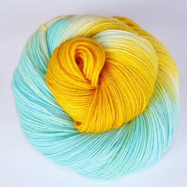 "Farbenpracht Garne (Dawanda) :: handgefärbte Sockenwolle ""Sommerhimmel"""