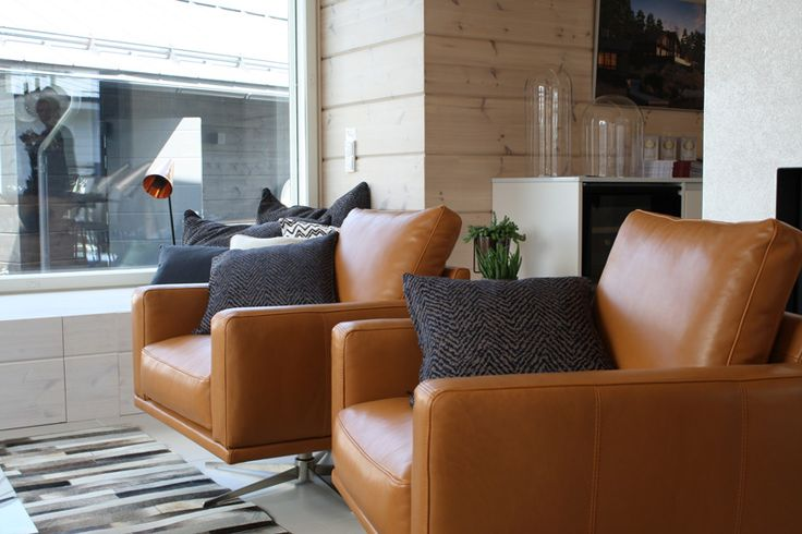Villa Kapee livingroom, oxford leather furnishing BoConsept. Finland. Interior architect Hanna-Marie Naukkarinen. #asuntomessut2015