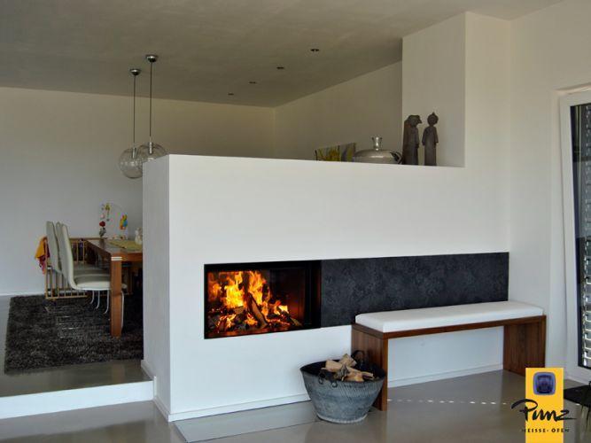 Heizkamin mit Naturstein-Bank #fireplace, #moderner Heizkamin - wohnzimmer modern mit ofen