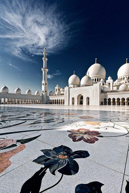 Sheikh Zayed Grand Mosque, Abu Dhabi. Milano Giorno e Notte - We Love You! www.milanogiornoenotte.com