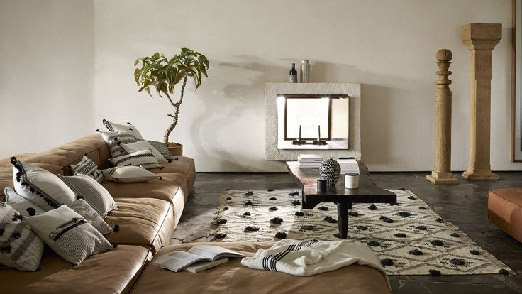 Light up your home with room decor from the Zara Home Spring Summer 17 catalog. Area rugs, occasional tables, modern lamps & circle mirrors to live in style!