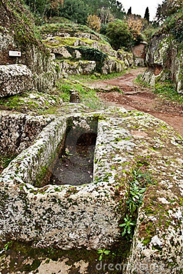 a history of the etruscan civilization in ancient italy Etruscan civilization is the modern english name given to the culture and way of life of a people of ancient italy, residing between the apennines and the river tiber, whom the ancient romans called etrusci or tusci.