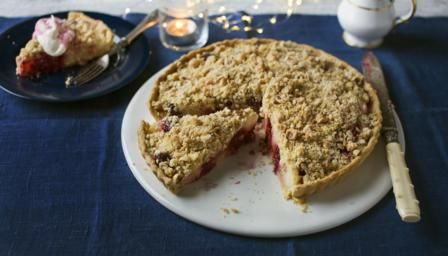 The delicious dessert is the perfect combination of tart and crumble filled to the brim with juicy apples and blackberries.   Equipment and preparation: for this recipe you will need a 28cm/11in round, loose-bottomed, fluted tart tin, about 3-4cm (1¼–1½in) deep, and some baking beans.