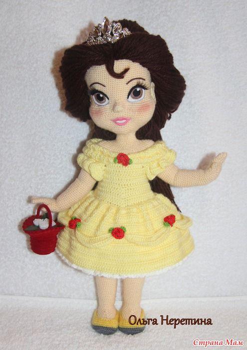 Вот такую куколку связала для маленькой племянницы к новому году.