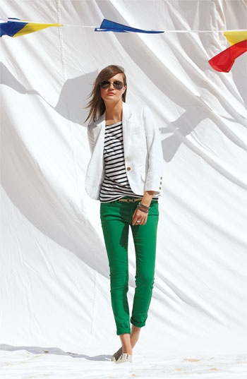 love the skinny green pants, stripped shirt and white linen blazer