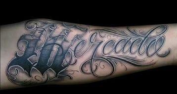 Tatuajes De Letras Goticas Cursiva Tatuajes En El Brazo Pinterest