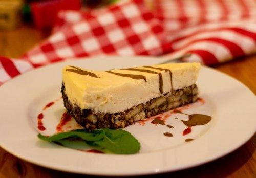 White chocolate cheesecake -  Magiel Cafe