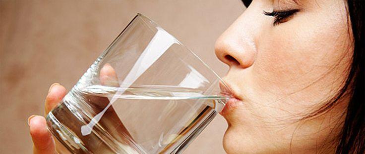 Air minum bermanfaat bagi kesehatan Anda, tetapi manfaat kesehatan dari rahasia minum air putih di pagi hari sangatlah banyak. Untuk memahami mengapa air minum di pagi hari penting, mari kita pertimbangkan analogi mudah.