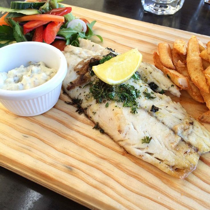 GRILLED BARRAMUNDI // North Qld Barramundi served with Noci chips & garnish salad Delicious lunch for one @homemadefoodie_