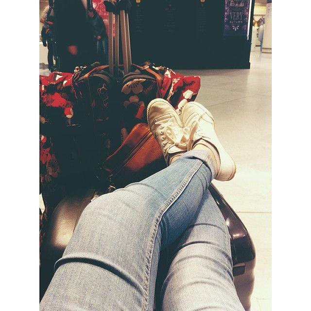 #分享Instagram# ✈️ Waiting at the airport  #airport #aéroport #france #orly #plane #waiting #again #tired #family #missing #him #love #roxy #valises #feiyue #dutyfree