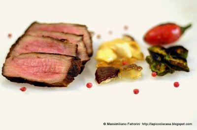 La Piccola Casa: Tagliata di punta di petto di vitellone al porto rosso e paprika affumicata con porcini sottolio e peperoncini jalapeno grigliati