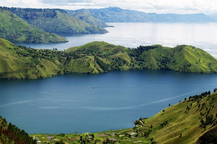Amazing Toba Lake : The Biggest Lake in Southeast Asia