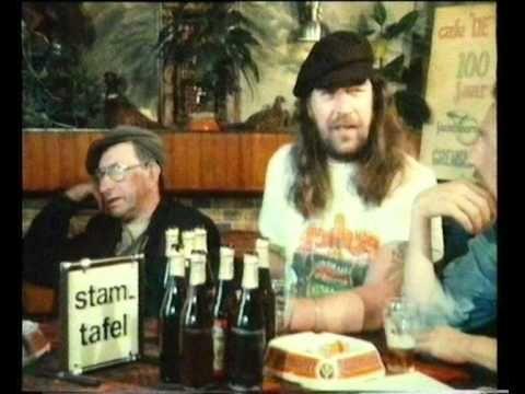 1986 Het verhaal van NORMAAL - 10 jaar NORMAAL... In 1975 besloten Jan Kolkman, Willem van Dijk, Jan Manschot, Ferdi Joly en Ben Jolink en band te vormen. Jan en Ben zaten beide op een academie in Enschede, op de laatste terugweg hebben ze besloten een bandje te beginnen, bi-j Susselbeek in de Wolfersveen werd dat beklonken. In 1975 produceert Peter Koelewijn Hels as 'n Jachthond. Met Oerend hard is het raak in 1977, het komt tot de 2de plek in de hitlijsten, de opvolger is Alie.