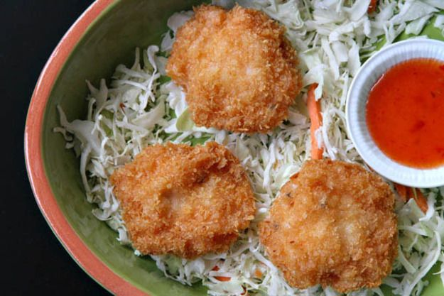 Here's a dish that—overshadowed by its better-known curried cousin, Thai deep-fried curried fish cakes—isn't offered very often at stateside Thai restaurants. Good thing they can be made at home very easily.