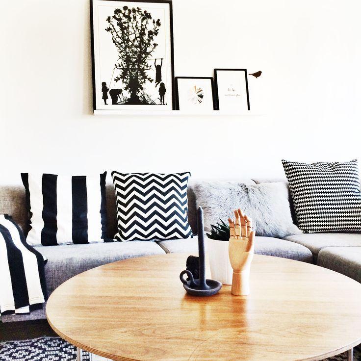 FoRs-HoMe ➡️ Black and white livingroom