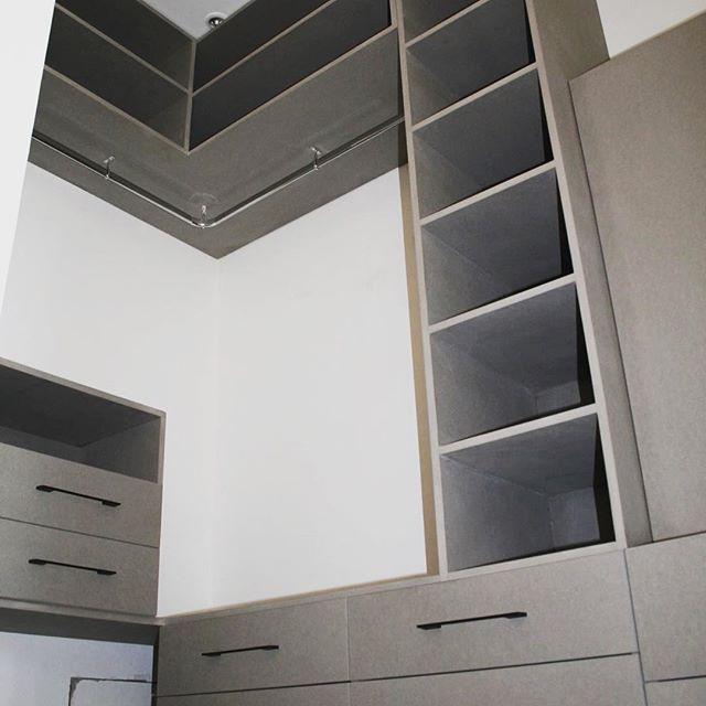 dressing en valchromat gris clair dressing mobilier. Black Bedroom Furniture Sets. Home Design Ideas