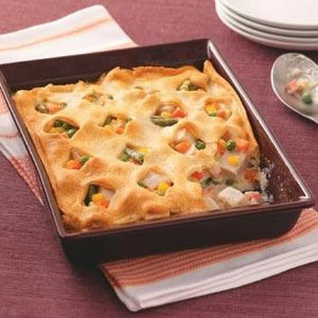 Crescent Turkey Casserole: Check out this easy dinner recipe! The top layer is a crescent roll! Yum :)