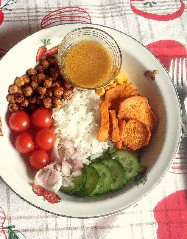 buddha bowl ou assiette veggie colorée