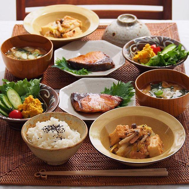 2015/11/10 火 #晩ごはん ・ ✳︎白菜、ツナ、厚揚げの味噌煮 ✳︎ぶりの照り焼き ✳︎かぼちゃのサラダ ✳︎玉ねぎのお味噌汁 ・ 昨日はがっつりだったので、今日は優しめの和食で☺️ ・