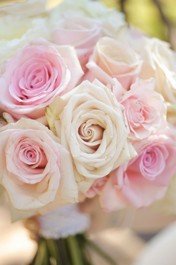 White and pink rose bouquet (Pepper Nix Photography)