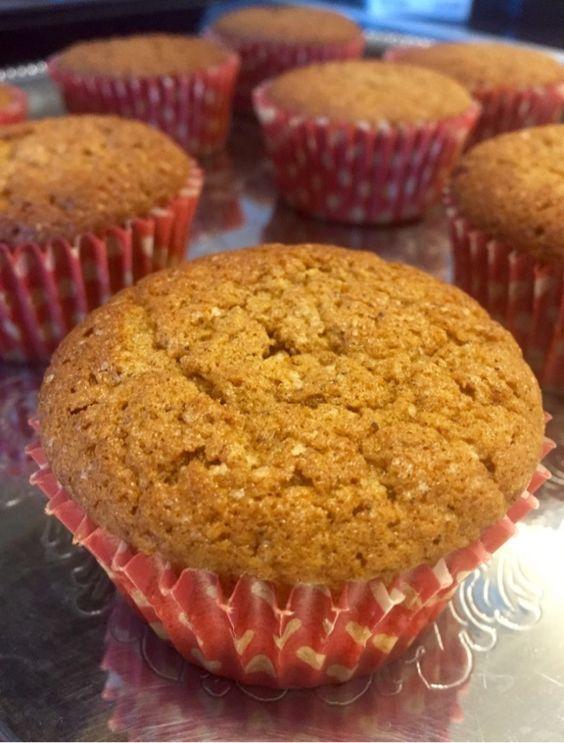 Pepparkaks muffins hur gott är inte det ?Jag skulle baka cupcakes med juliga smaker och gjorde då dessa underbara muffinsar.Verkligen goda och saftiga muffinsar. Mjuk pepparkaka i mini format…
