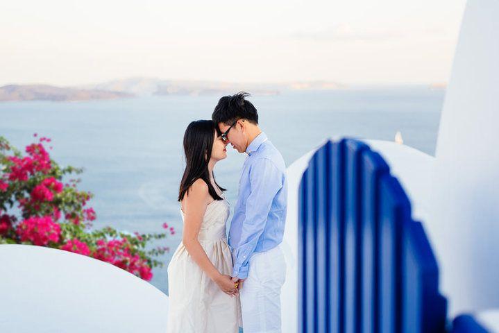 honeymoon--photography-location-oia-santorini-greece #Santorini #honeymoon #wedding #photographer