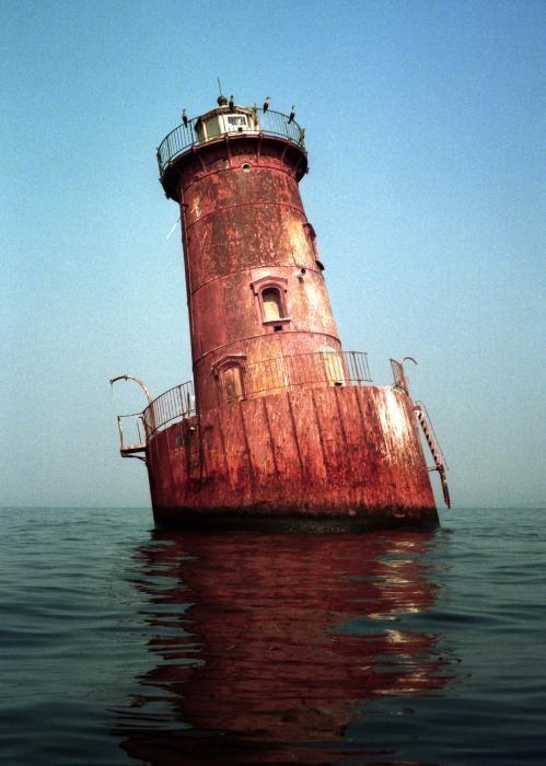 El abandonado faro de la isla de Sharp en la Bahía de Chesapeake, Maryland.