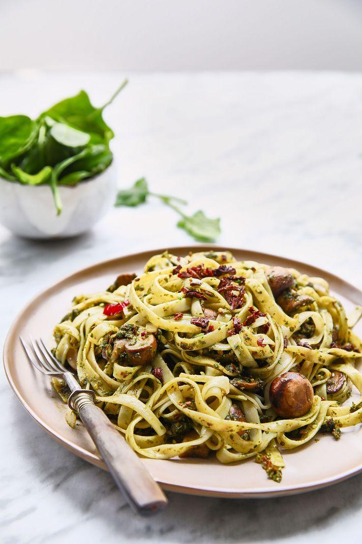 Fettuccine com Cogumelos e Pesto