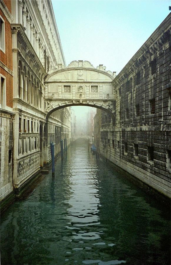 the bridge of sighs venice. Black Bedroom Furniture Sets. Home Design Ideas