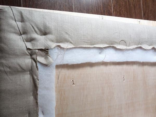 El paso a paso en imágenes de cómo podemos hacer un cabecero de capitoné en casa. ¿Te apuntas?