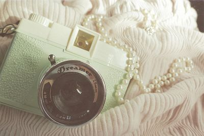 Camera on a string of pearlsMint Green, White Spaces, Romantic Vintage, Vintage Wardrobe, Vintage Cameras, Dreamy Places, Photography Quotes, Random Stuff, Dreams Photography